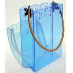 bolso hecho con metacrilato azul